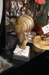 Art deco beeldje in brons H 21 cm
