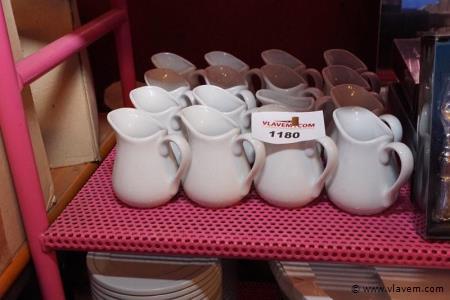 Melkkannetjes in porcelaine 16 stuks