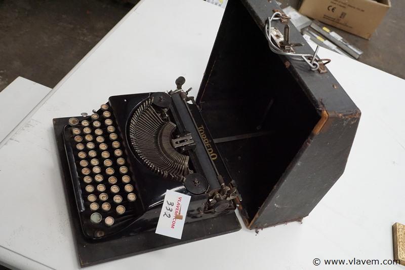 Oude typmachine merk Torpedo