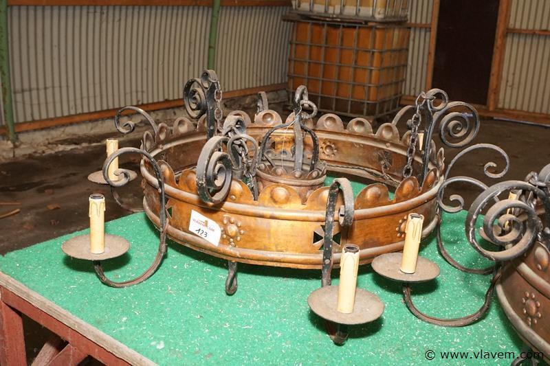 Oude koperen luster uit dendermondse abdij