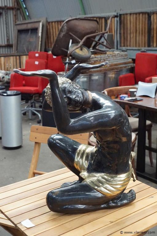 Zwaar bronzen beeld