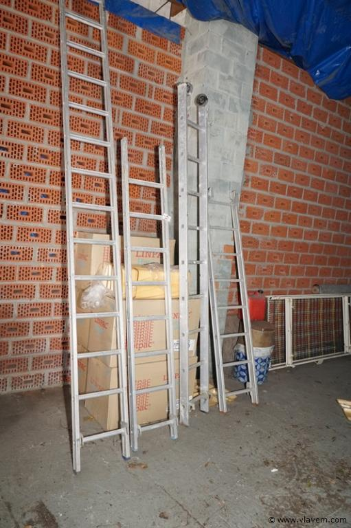 Partij diverse aluminium ladders