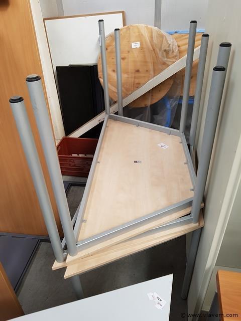 3 trapeziumvormige tafels